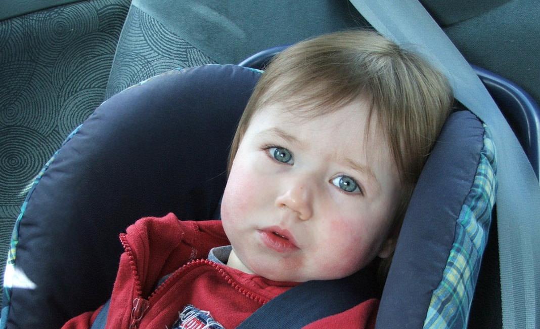 ребенок автокресло