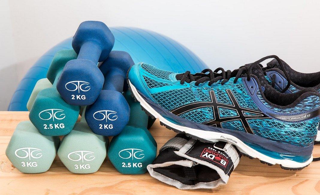 фитнес, гантели, кроссовки