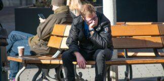 безработица, безработный, грустный, печальный. скамейка, человек,